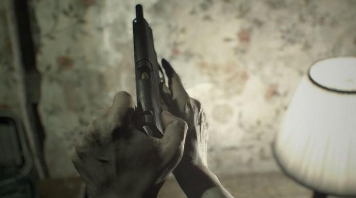 Mais forte, a pistola M19 é uma boa companheira em Resident Evil 7 (Foto: Divulgação/Capcom)