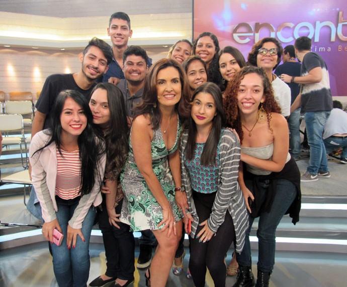 Após o programa, Fátima tira foto com a plateia  (Foto: Priscilla Massena/Gshow)