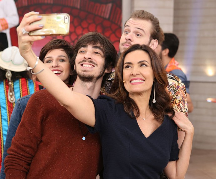 Selfie com os participantes do 'SuperStar' (Foto: Fabiano Battaglin/Gshow)