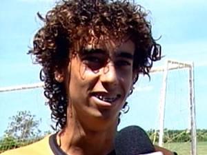 Valdívia cabeludo de Mato Grosso pretende cortar cabelo (Foto: Reprodução/TVCA)
