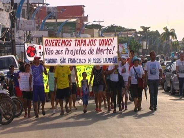 Manifesto em Santarém contra construção de hidrelétrica no Rio Tapajós (Foto: Reprodução/TV Tapajós)