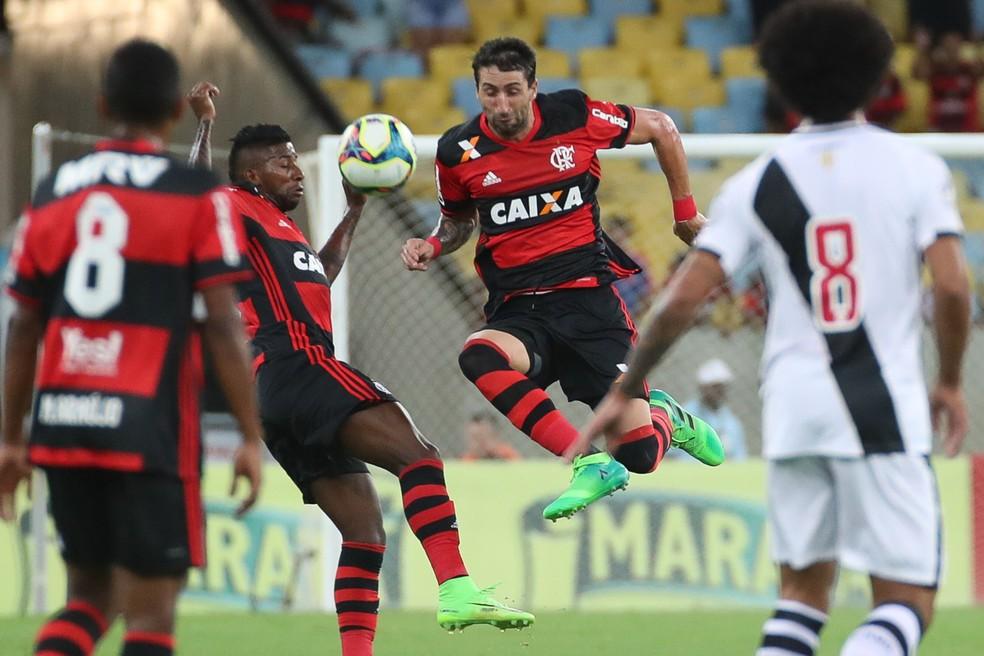 Donatti em ação pelo Flamengo no clássico contra o Vasco (Foto: Gilvan de Souza)