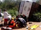 Micro-ônibus tomba em Brazlândia e 11 pessoas ficam feridas no DF