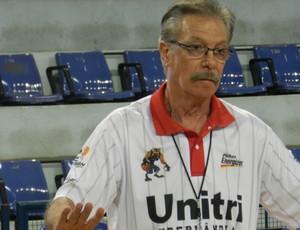 Hélio Rubens técnico Uberlândia Basquete (Foto: Felipe Santos/GLOBOESPORTE.COM)
