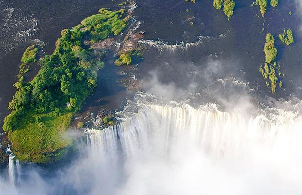 As Cataratas Vitória têm 108 metros de altura no ponto da Devil's Pool (Foto: Divulgação)