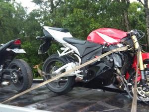 Três motocicletas colidiram e duas pessoas morreram  (Foto: Itu Guincho/Divulgação)
