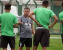 """Confiante em evolução, Pachequinho trabalha time do Coritiba """"jogo a jogo"""""""