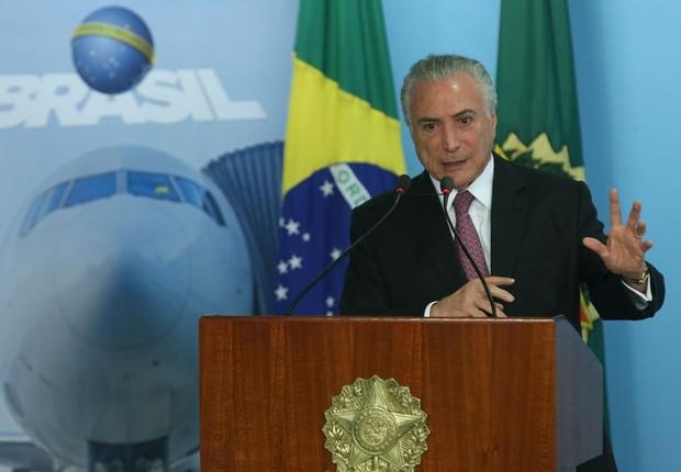 O presidente Michel Temer durante cerimônia de concessão de aeroportos (Foto: Antonio Cruz/Agência Brasil)