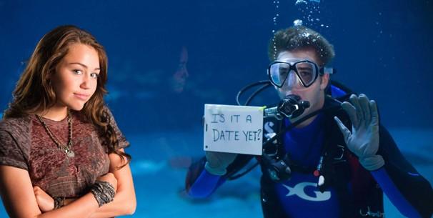 Liam Hemsworth faz declaração de amor submarina para Miley Cyrus em 'A Última Música' (Foto: Divulgação)
