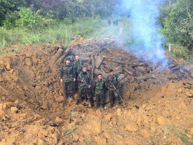 Pista do Espadim, localizada às margens do Rio Uraricoera, no Noroeste de Roraima foi explodida pela Exército (Foto: Exército Brasileiro/Divulgação)