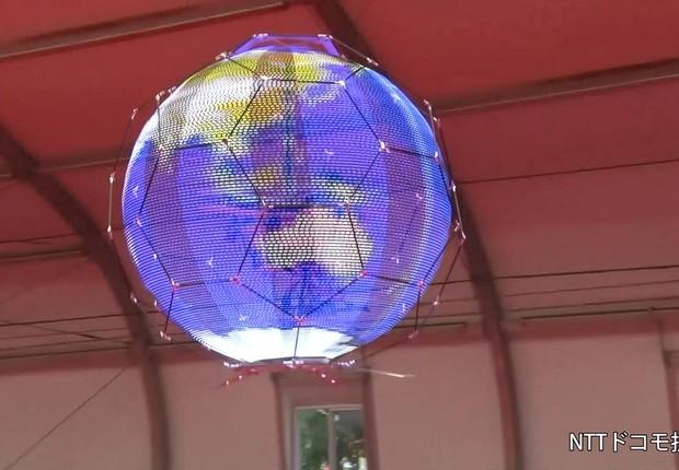 Drone da NTT DoComo reproduz imagens em formato esférico no ar (Foto: Divulgação)