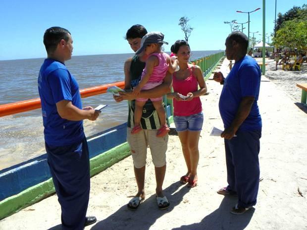 População recebeu orientações dos detentos na praia de Beja, Abaetetuba, Pará. Verão 2013  (Foto: Ascom Susipe)