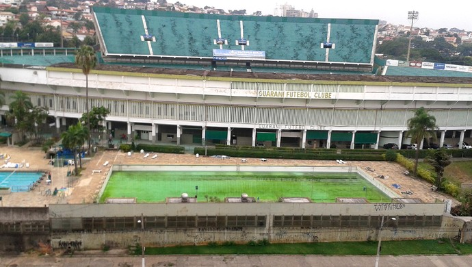 Piscina do Brinco com água verde (Foto: Waldene Feitoza/VC no G1)