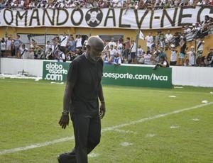 Cláudio Adão treinador do Mixto (Foto: Robson Boamorte)