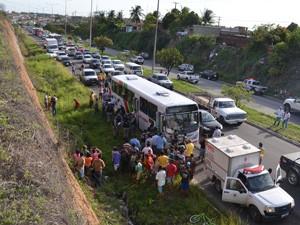Trânsito no local ficou intenso (Foto: Walter Paparazzo/G1)