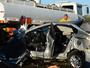 Mulher e criança ficam feridas após colisão com caminhão na SP-344