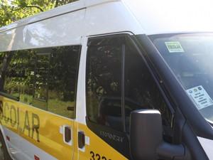 Em Blumenau, selo amarelo indica que veículo está autorizado a prestar o serviço (Foto: Prefeitura de Blumenau/Divulgação)