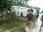 Ambulância capota em estrada no AM e deixa cinco pessoas feridas