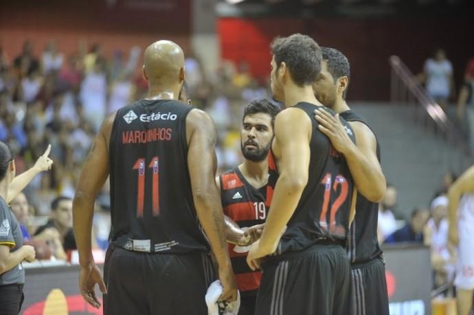 Jogadores do Flamengo querem esquecer a derrota para Bauru pela Liga das Américas e focar no NBB (Foto: Brito Júnior/Divulgação)