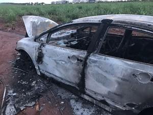 Vítima foi encontrada em porta-malas de veículo (Foto: Noticiário Araraquara)