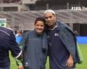 Com direito a arte de Ronaldinho, estrelas do futebol celebram 50 anos do Azteca