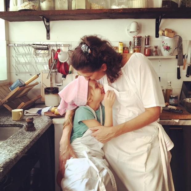 A chef Paola Carosella postou uma foto ao lado da filha no Dia das Mães, em seu perfil no Instagram (Foto: Reprodução/Instagram)
