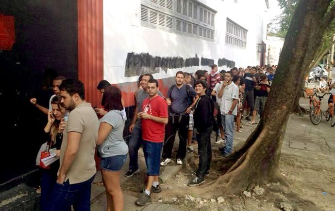 fila torcida Flamengo ingressos (Foto: Cahê Mota)