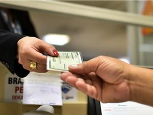 Agendamento para emissão de carteira de identidade pode ser feito por telefone e presencialmente (Foto: Andre Borges/Agência Brasília)