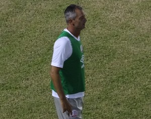 Lisca na partida do Náutico contra o Salgueiro (Foto: Daniel Gomes/Globo Esporte.com)