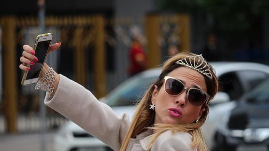 Trilha sonora rouba a cena na estreia de 'Haja Coração' com Anitta, Coldplay, Beyoncé e Biel