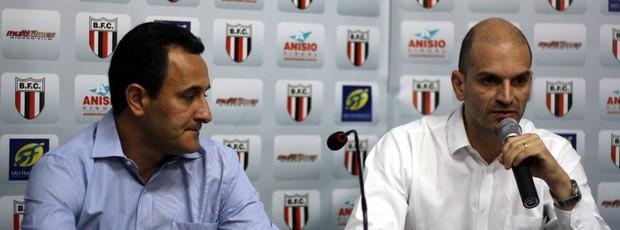 Presidente do Botafogo-SP, Gustavo Assed e diretor de arrecação do Botafogo, Carlo Felippini (Foto: Cleber Akamine / globoesporte.com)