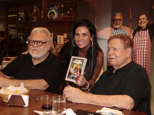 Ricardo Amaral, Solange Gomes e Boni (Foto: Isac Luz / EGO)