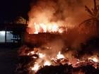 Incêndio em terreno baldio ameaça várias residências em Porto Velho