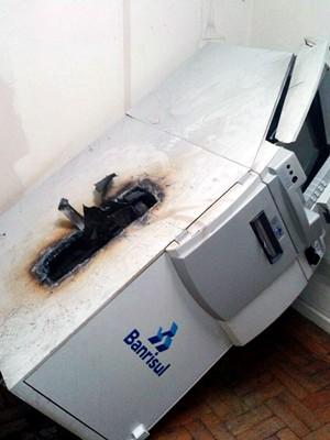 Caixa eletrônico banrisul arrombado caxias do sul (Foto: Divulgação/Brigada Militar)