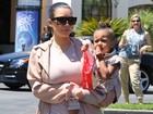 Kim Kardashian e Kanye West levam a filha ao cinema