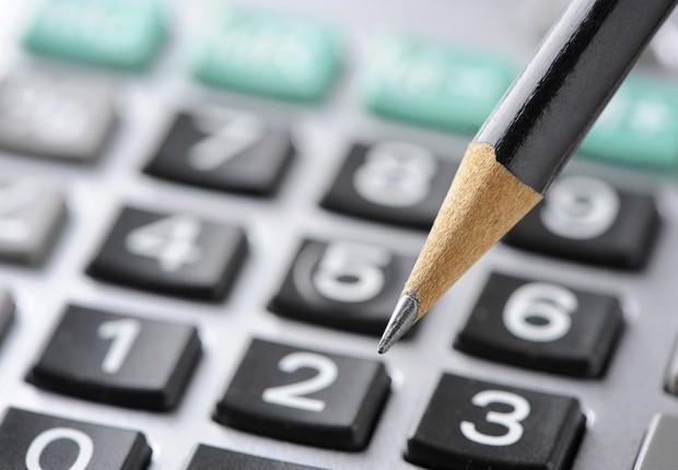 Finanças ; calculadora ; imposto de renda ; pequenas e microempresas ; contas a pagar ;  (Foto: Shutterstock)