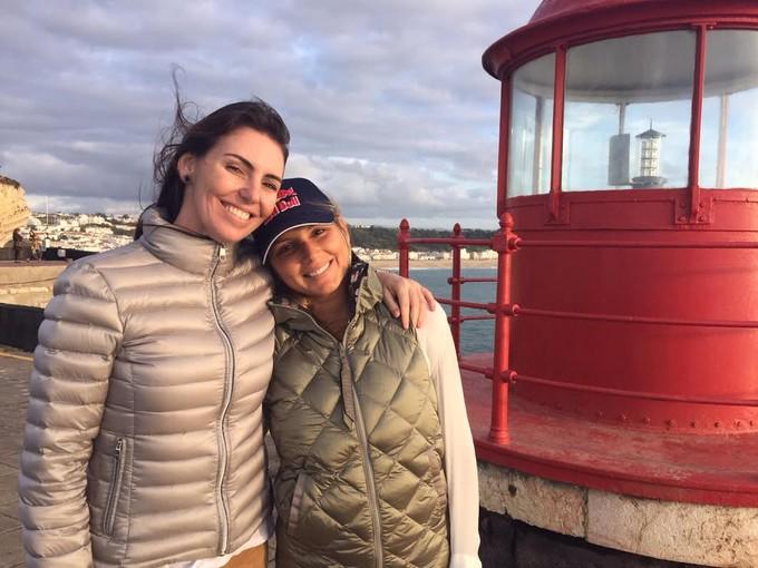 Maya e Glenda em Nazaré (Foto: Rafael Honório / GloboEsporte.com)