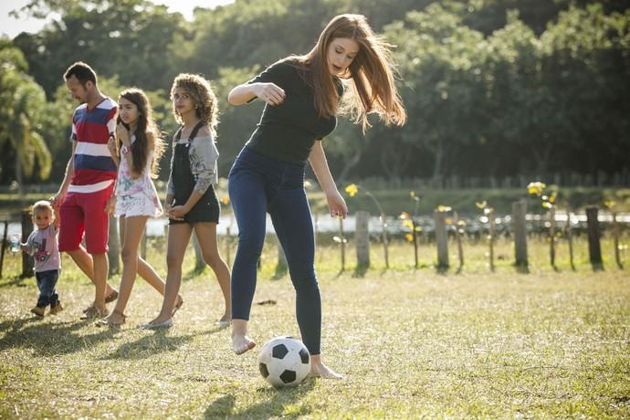 2 - Parece que a garota leva algum jeito para a coisa (Foto: Raphael Dias/Gshow)