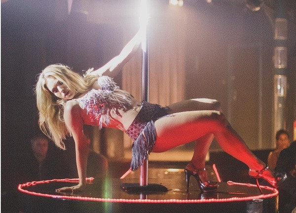 """Monique em uma das cenas do longa na pele da stripper Nina: """" (Foto: Divulgação)"""