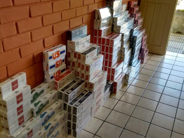 Vereador e aposentado foram presos com cigarros contrabandeados  (Foto: Divulgação/Polícia Civil)