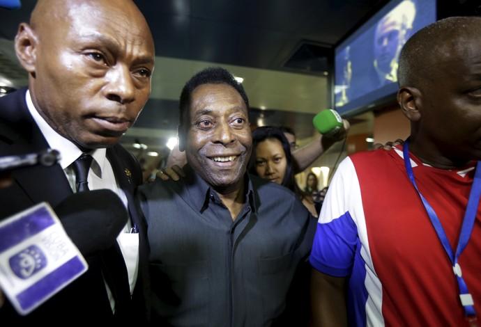 Pelé desembarca em Havana capital de Cuba (Foto: Reuters)