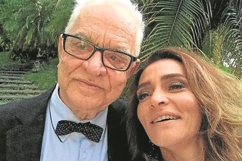 Gisele Fróes e seu pai, o também ator Rogério Fróes (Foto: Arquivo pessoal)