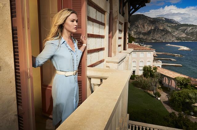 Julia Stiles em 'Riviera' (Foto: John Wright)