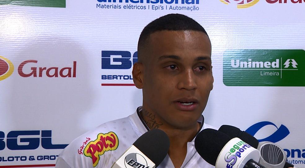 Éder Paulista não segurou as lágrimas ao falar da conquista da Inter na Série A3 (Foto: Reprodução EPTV)