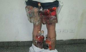 Veja contrabandistas escondendo bebidas, iPhones e até ovos no corpo