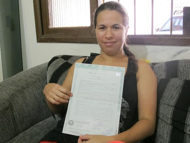 Mulher de Praia Grande afirma não existir para a Justiça (Foto: Mariane Rossi/G1)