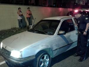 Homem é flagrado dirigindo enquanto bebe em Valinhos, SP (Foto: Reprodução / EPTV)