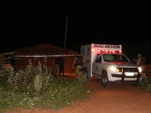 Triplo homicídio aconteceu em Mossoró, no RN (Foto: Marcelino Neto/O Câmera)