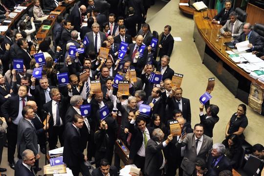 Deputados de oposição protestam contra ajuste fiscal do governo (Foto: Luis Macedo / Câmara dos Deputados)