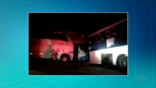 Passageiro relembra acidente com ônibus e conta que ajudou a retirar feridos pelas janelas: 'Foi horrível'